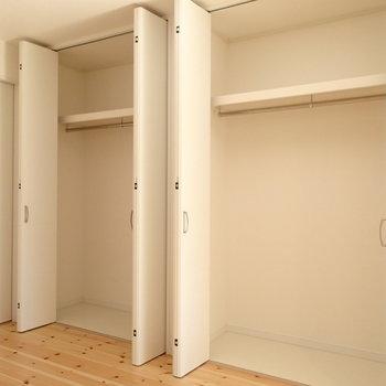 2階に大きめのクローゼットがあります。