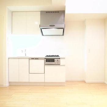 白いキッチン※写真は別部屋です