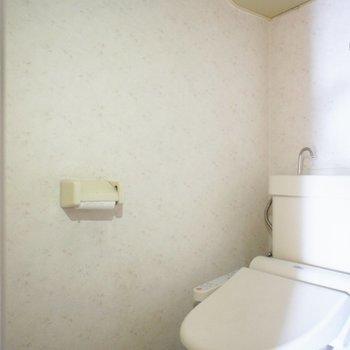 トイレは個室で洗浄便座