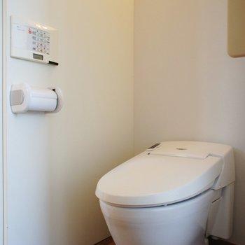 トイレは個室じゃないです