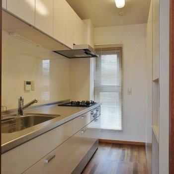 キッチン、ゆったりと半個室