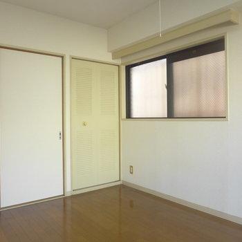 ドアは襖で和室の面影が