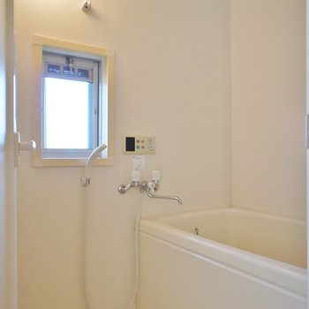 やったー!お風呂に窓!※写真は前回募集時のものです