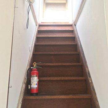 また階段が!扉の先は…