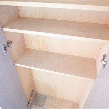玄関横の収納。(※写真は6階の反転間取り別部屋のものです)