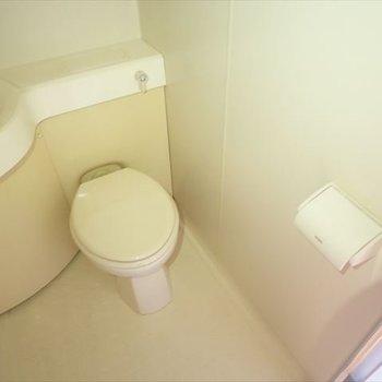 清潔感のあるトイレ。(※写真は6階の反転間取り別部屋のものです)