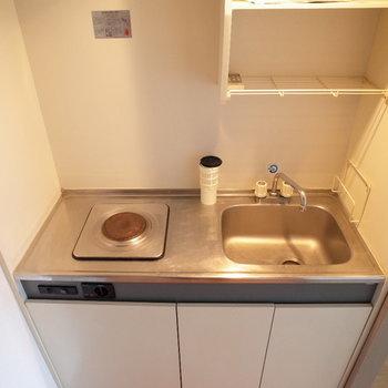小ぶりなキッチン。(※写真は6階の反転間取り別部屋のものです)
