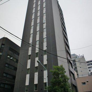 背の高い新築マンション