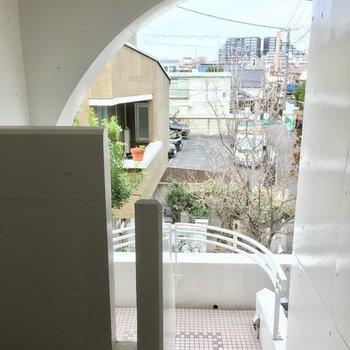階段も壁が白くて半円形だったり可愛いんです。※写真は前回募集時のものです