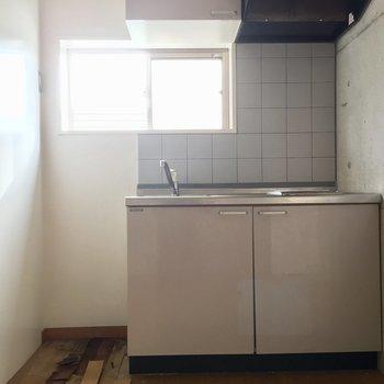 窓がある清々しいキッチンです。※写真は前回募集時のものです