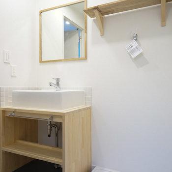 洗面台もTOMOSオリジナルデザインです。隣には洗濯機を。※写真は前回募集時のものです