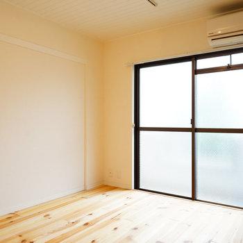 大きな窓で明るい室内◎※写真は前回募集時のもの