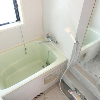 淡いグリーンのお風呂