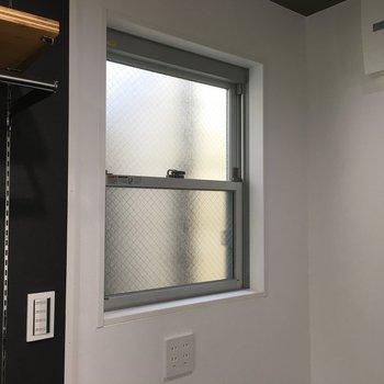 窓はこれだけ、、、