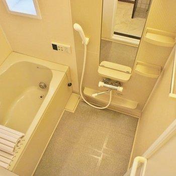 窓付きのお風呂!※写真は2階の同間取り別部屋