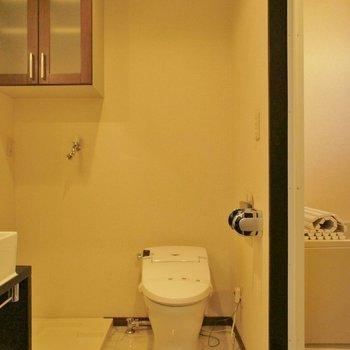 水回りへ※写真は2階の同間取り別部屋