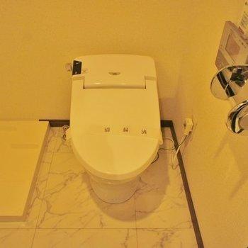 タンクレスのトイレと※写真は2階の同間取り別部屋