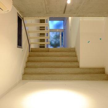 こちらは1階。ソファを置いてリビングに!
