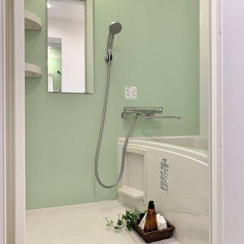 浴室はミントグリーン。爽やかな気分になります。