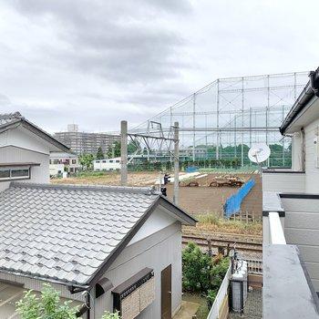 右側には新京成線が走っています。