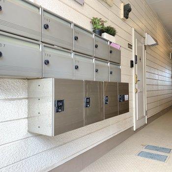 1階の共用部には宅配ボックスがありました。