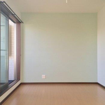 ミントグリーンのアクセントクロスがお気に入りっ※写真は2階の別部屋