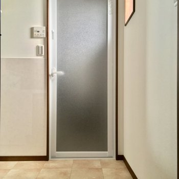 サニタリーもゆったりしています。しかも小窓付き※写真は2階の別部屋