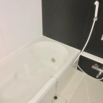 バスルームも豪華だよ※フラッシュを使用しています。※写真は2階の別部屋