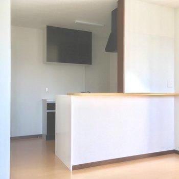 カウンター付き対面キッチン!!※写真は2階の別部屋