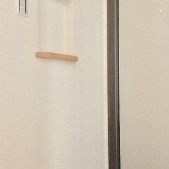 玄関の飾り棚には鍵を置くのにちょうどいいかもっ。