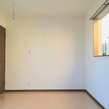 3面採光の寝室、ステキ。