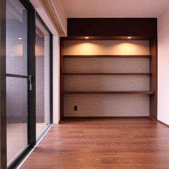 棚奥の壁紙は和紙です