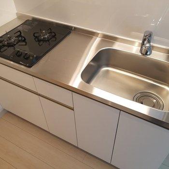 キッチンはガス2口で実用的。