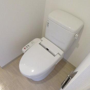 温水洗浄便座付きです(※写真は10階の同間取り別部屋のものです)