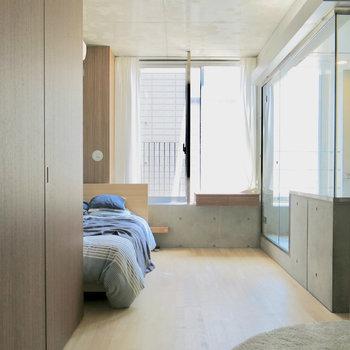 左の戸は動かせます※写真は3階の同間取り別部屋、モデルルームのものです