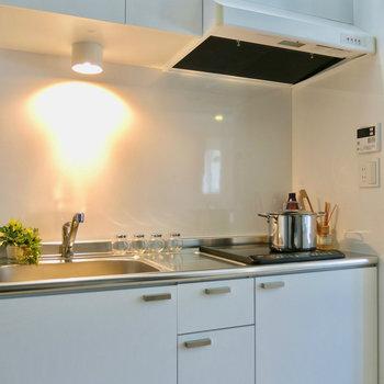 綺麗なキッチン!※写真は3階の同間取り別部屋、モデルルームのものです