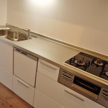 嬉しい食器洗浄乾燥機付!。※写真は前回撮影時のもの