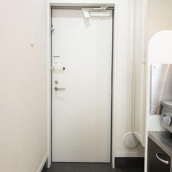玄関はゆったりスペース※写真は1階の同間取り別部屋のものです