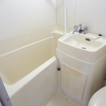 トイレ・洗面台・お風呂は一緒に。