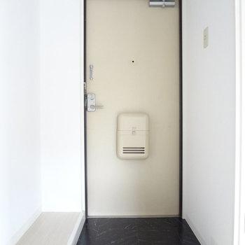 玄関はすっきりと。靴箱はDIYしちゃいましょ。