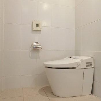 トイレは横向きに。きまってます。※写真は前回募集時のものです