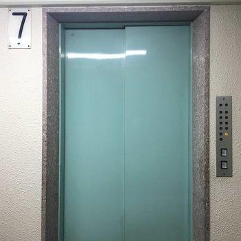 レトロなエレベーターにキュン。