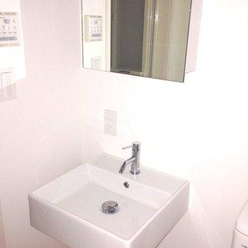 洗面台も、白っ ※写真は別部屋です