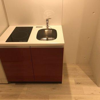 赤いキッチンは2口IHです。