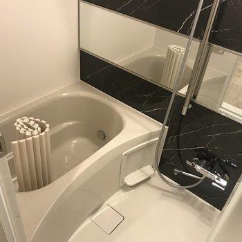 追い焚き、浴室乾燥あり。
