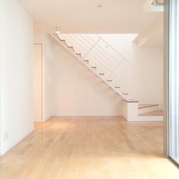 階段を眺め、飾ろう。