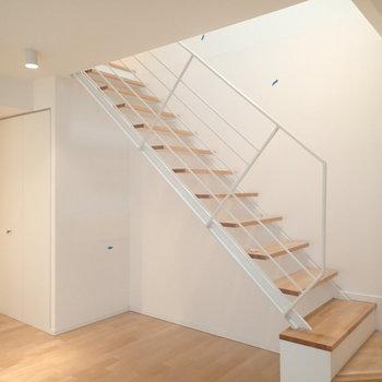 この階段で2階にあがります!