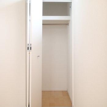 収納は寝室に2つ。こちらは奥行きがある方。