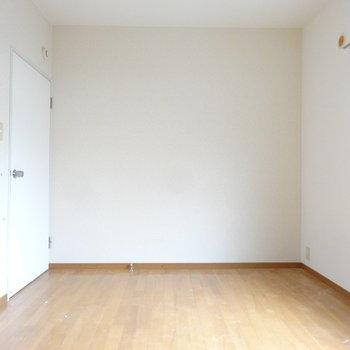 こちらもすっきりとした空間。※写真はクリーニング前です。