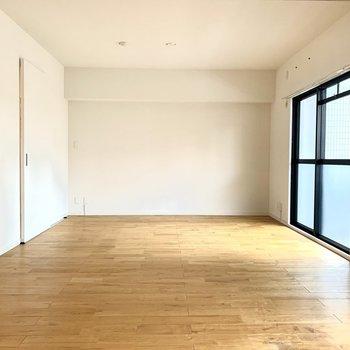 奥の壁にホームシアターで映写したい!